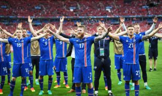 epa05384306 Aron Gunnarsson (C) of Iceland and teammates celebrate after the final whistle of the UEFA EURO 2016 group F preliminary round match between Iceland and Austria at Stade de France in Saint-Denis, France, 22 June 2016. Iceland won 2-1.   (RESTRICTIONS APPLY: For editorial news reporting purposes only. Not used for commercial or marketing purposes without prior written approval of UEFA. Images must appear as still images and must not emulate match action video footage. Photographs published in online publications (whether via the Internet or otherwise) shall have an interval of at least 20 seconds between the posting.)  EPA/GEORGI LICOVSKI   EDITORIAL USE ONLY